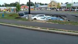 Auto's opgeslokt door zinkgat in VS