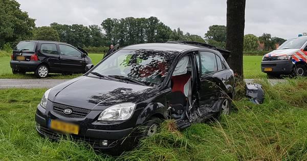 Gewonde bij aanrijding tussen twee autos op de Kooiweg.