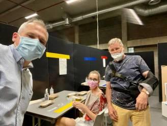 """Vlaams minister Diependaele (N-VA) krijgt eerste coronaprik: """"Ook deze vrijwilligers behoren tot de helden van de zorg"""""""