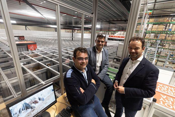 Directieleden Guus, Harrie en Mark Schippers (van links naar rechts) in het deels geautomatiseerde nieuwe distributiecentrum van The Schippers Group in Hapert.