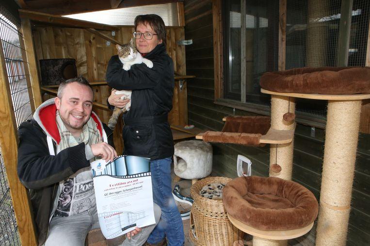 Steve De Roover en Alette Sinninghe van het kattentehuis.