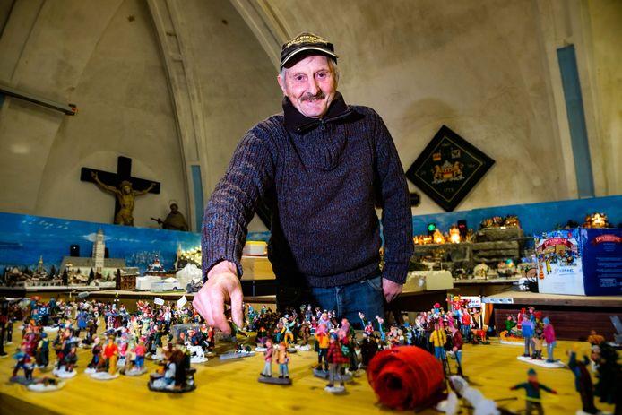 Frank Smet bouwt opnieuw een groot kerstdorp in het heemmuseum.