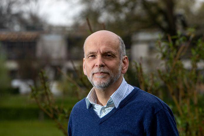 Jaap Borst, afdelingsvoorzitter van CDA Voorst, maakt zich zorgen: ,,We hebben formeel een systeem van dualisme, maar wordt dat goed gespeeld?''