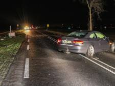 Automobilist ramt bushaltehokje: weg in Noordoostpolder afgesloten door glasravage