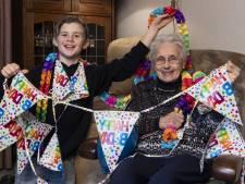 Pepijn en zijn oma Minny vieren 'samen honderd' met een feestje voor twee