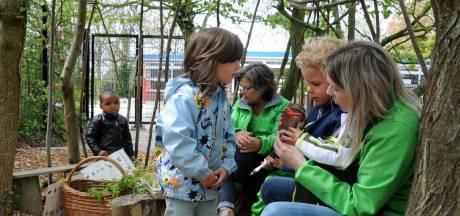De iPad blijft (hopelijk) in de kast na de groene kinderopvang van Wiedewei: daar doet een kind alles buiten