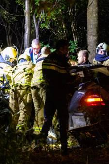 Heftig ongeval op A50: man (32) ondergaat amputatie voordat hij uit auto gehaald kan worden
