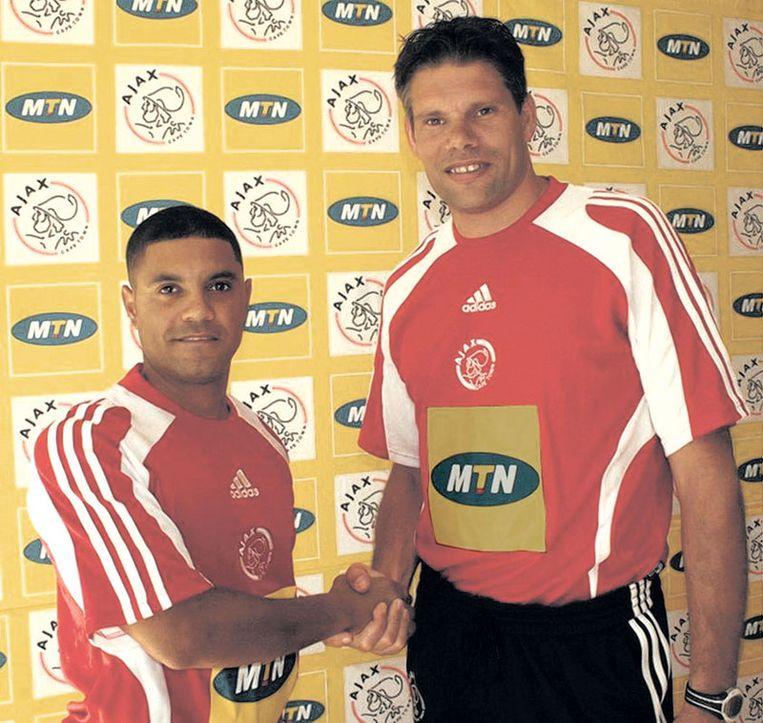Maarten Stekelenburg (rechts) met jeugdtrainer Stanton Smith. Foto Cape Town Beeld