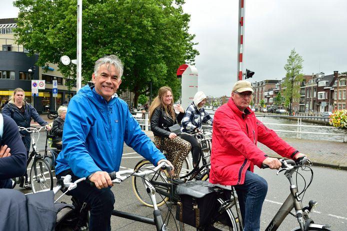 De Goudse microbioloog Pieter ter Steeg (links) vindt het onzin dat de gemeente coronamaatregelen voor fietsers neemt.