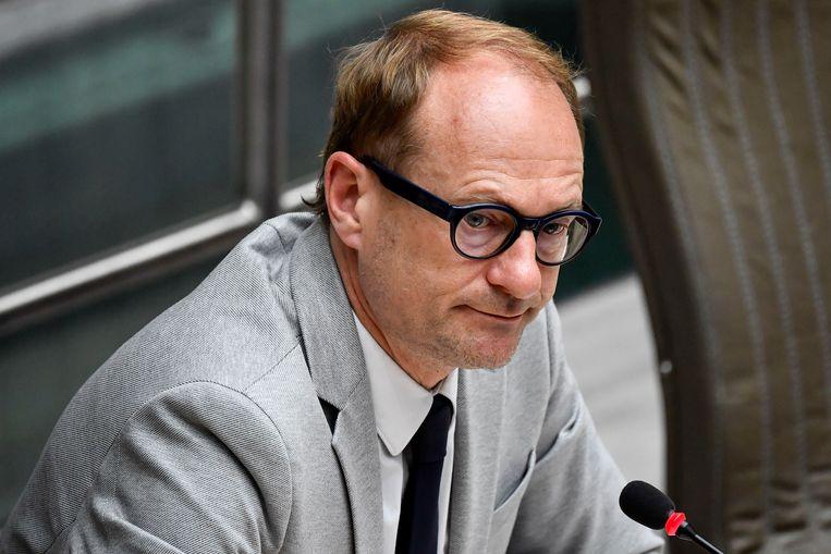 Vlaams onderwijsminister Ben Weyts (N-VA) in het Vlaams Parlement. Samen met de koepels, netten en vakbonden finaliseert hij de draaiboeken voor de heropening van de scholen na het overleg van vorige week. Beeld BELGA