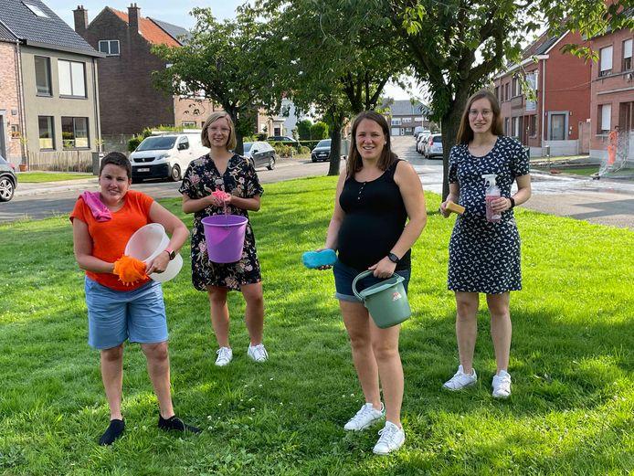 Het 'poetsteam' van Jong CD&V Opwijk-Mazenzele (JOOP).