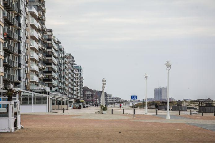 Ook Nieuwpoort kijkt naar een lege Zeedijk