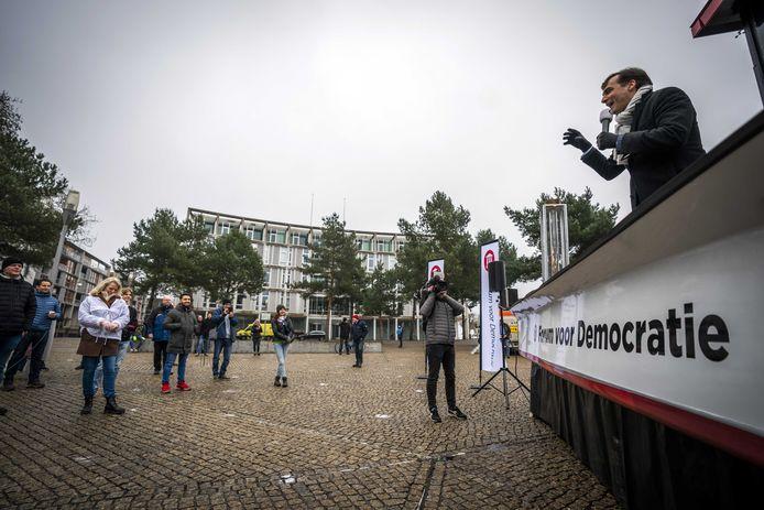 Lijsttrekker Thierry Baudet van Forum voor Democratie tijdens een test met de campagne-truck in Apeldoorn.