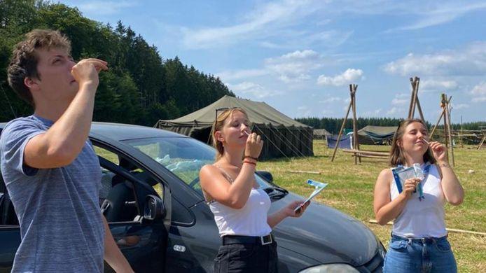 Scouts Sint-Alena is alvast op kamp vertrokken met hun zelftests op zak.