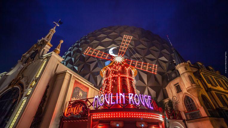 Het iconische molentje van Moulin Rouge is ook nagebouwd.  Beeld Europa-Park