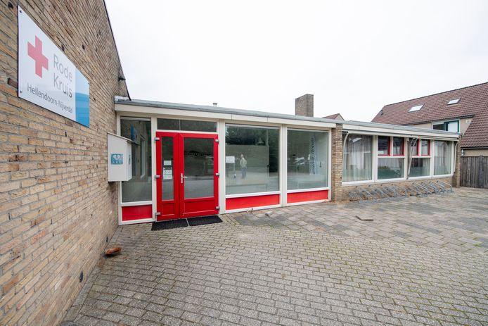 Het Rode Kruisgebouw aan het Rembrandtplein in Nijverdal wordt binnenkort gesloopt. Het plaatselijke Rode Kruis verhuisde zaterdag naar het nieuwe onderkomen in sportzorgcentrum Het Ravijn.