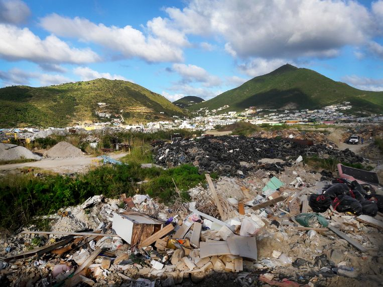 De vuilnisbelt op Sint-Maarten ligt er al sinds de jaren zeventig. Beeld TRBEELD