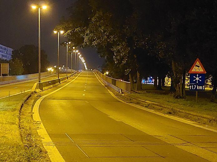 Een leeg viaduct, ook 'na' Autoloze Zondag.