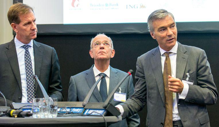 Ceo's Gerrit Zalm (ABN), Wiebe Draijer (Rabobank) en Koos Timmermans ( ING ) tijdens de ondertekening van het convenant internationaal maatschappelijk verantwoord ondernemen in de bancaire sector. Beeld ANP