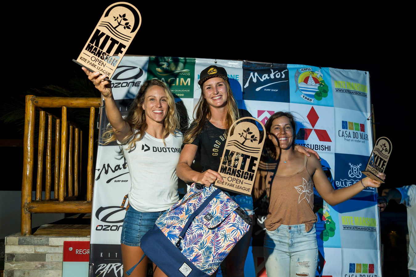 Annelous Lammerts (midden) won de Kite Mansion Open.