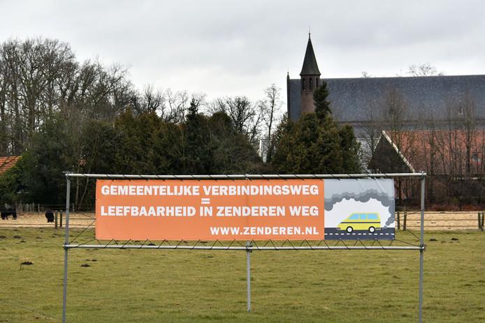 Protestdoek tegen de Bornse Verbindingsweg, bij de entree van Zenderen.