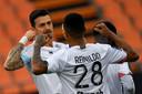 Jose Fonte viert zijn treffer met Reinildo.