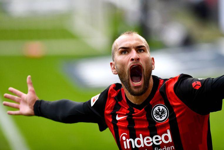 Bas Dost viert een goal als spits van Eintracht Frankfurt. Beeld BSR Agency