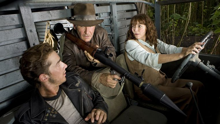 Shia LaBeouf, Harrison Ford en Karen Allen in Indiana Jones and the Kingdom of the Crystal Skull van Steven Spielberg. Beeld