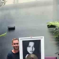 """Nummer over verongelukte vriendin levert Hasseltse dj (32) gouden plaat op: """"Draag haar voor altijd in m'n hart"""""""