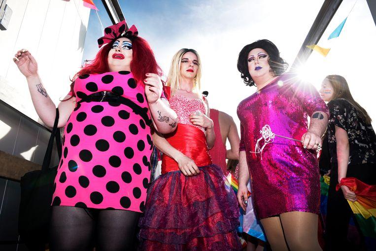 Deelnemers aan de Equality Parade. De energie is hier dwingender dan op een Gay Pride in Brussel. Beeld Sanne De Wilde