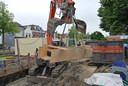 De veiligstelling van het graf dat tijdens archeologisch onderzoek bij het Oude Raadhuis in Oud-Beijerland intact is aangetroffen