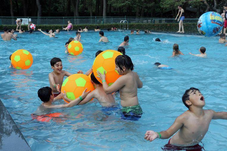 Heel wat kinderen kwamen een verfrissende duik nemen in het nieuwe bad.
