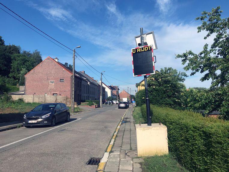 N-VA Holsbeek kaart eenrichtingsverkeer op Nobelberg aan. Sinds kort staat er ook een snelheidsmeter, weliswaar aan de kant waar het eenrichtingsverkeer niet mag rijden.