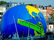 Greenpeace zet protest Schiphol Plaza door ondanks verbod