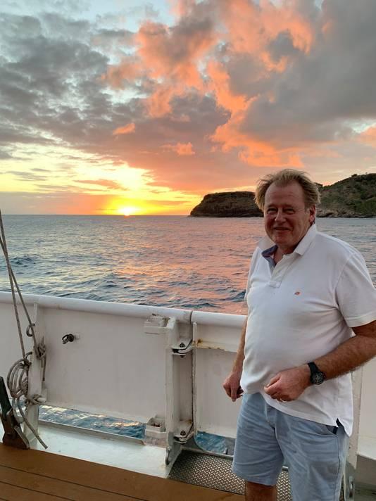 Commissaris van de Koning Jaap Smit op zijn boot.