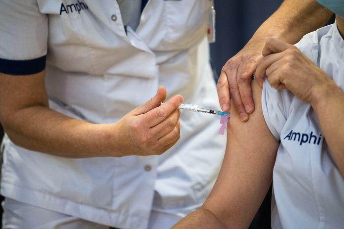 Begin januari werd een start gemaakt met vaccineren van het personeel van het Amphia Ziekenhuis in Breda.