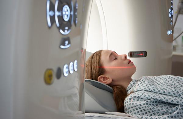 **Kinderen lopen klein risico op hersentumor door CT-scans**