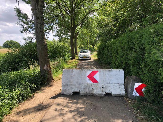 Betonblokken op de grens met België in mei vorig jaar.