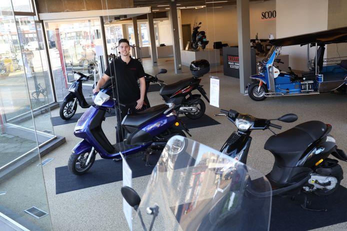 Stijn van den Boomen in zijn nieuwe scooterzaak in Someren.