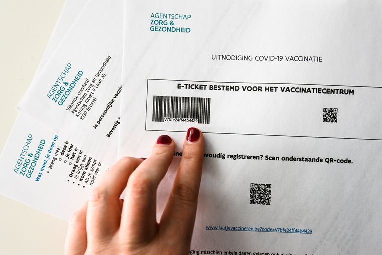 Op elke uitnodiging staat een E-ticket, bestemd voor het vaccinatiecentrum. Beeld BELGA
