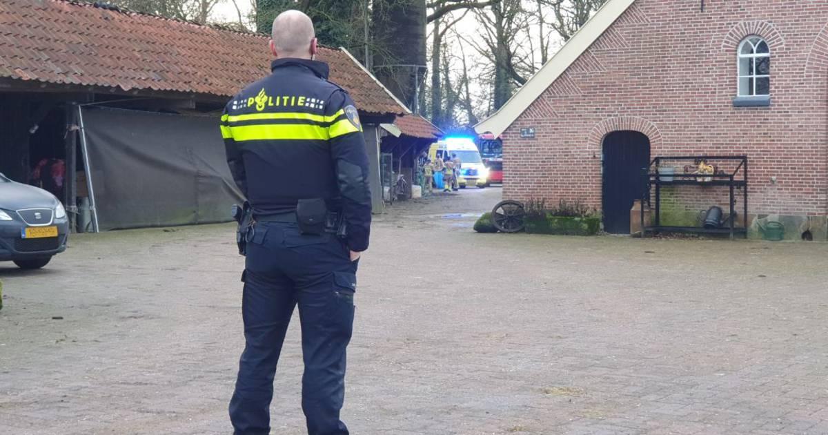 Hulpdiensten rukken massaal uit voor incident in Hengelo, traumahelikopter geannuleerd.