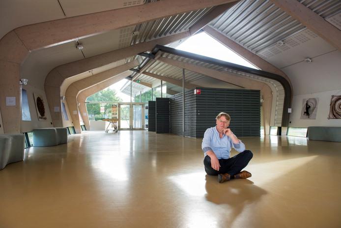 Voorzitter Frans Meijer in het paviljoen De Verbeelding in Zeewolde.