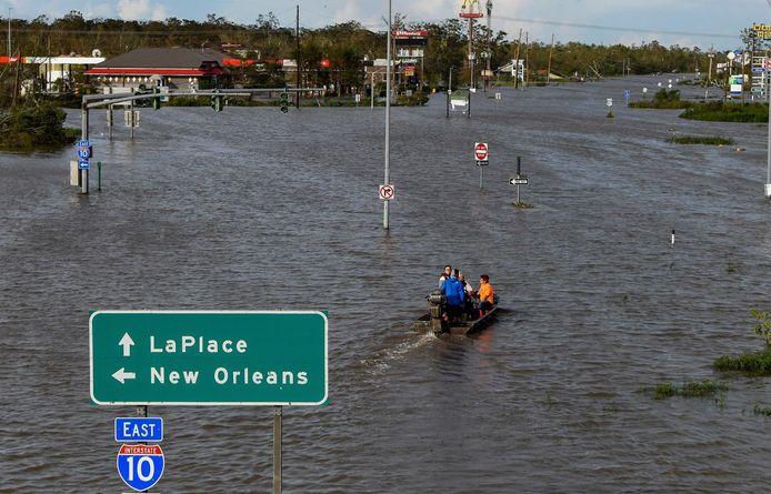 Highway 51 staat onder water in LaPlace, Louisiana.