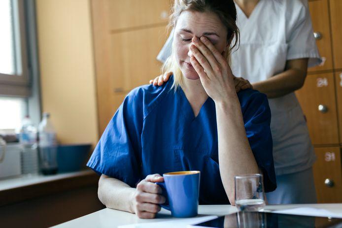 """Les médecins assistants dénoncent la convention de travail proposée par les fédérations hospitalières lors de la commission paritaire médecins-hôpitaux. """"La négociation de cette convention collective de travail doit aboutir à un cadre légal permettant des conditions de travail digne d'un être humain du XXIe siècle"""""""
