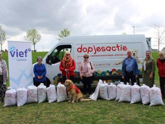 Vief verzamelt plastic dopjes voor Vrienden der Blinden