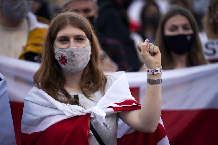 Demonstranten protesteren op de Dam tegen het regime van Aleksandr Loekasjenko.  Beeld ANP