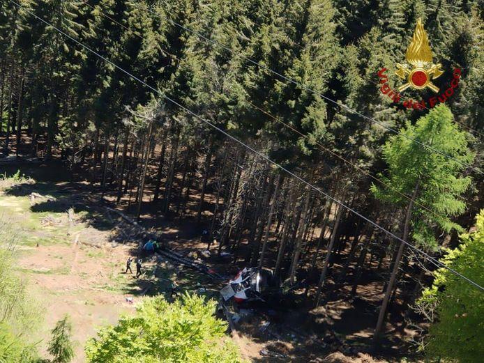 In Italië is een cabine van een kabellift naar beneden gestort.