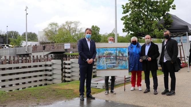 Didier De Caluwé vereeuwigt Brielpoortbrug en wint kunstwedstrijd ten voordele van reissector