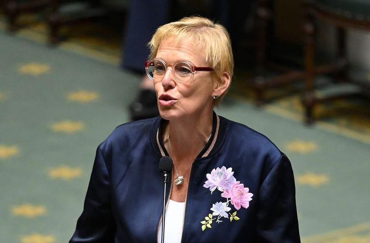 Minister voor Armoedebestrijding Karine Lalieux (PS) 'Een op de vier Belgen kan niet op vakantie.' Beeld Photo News