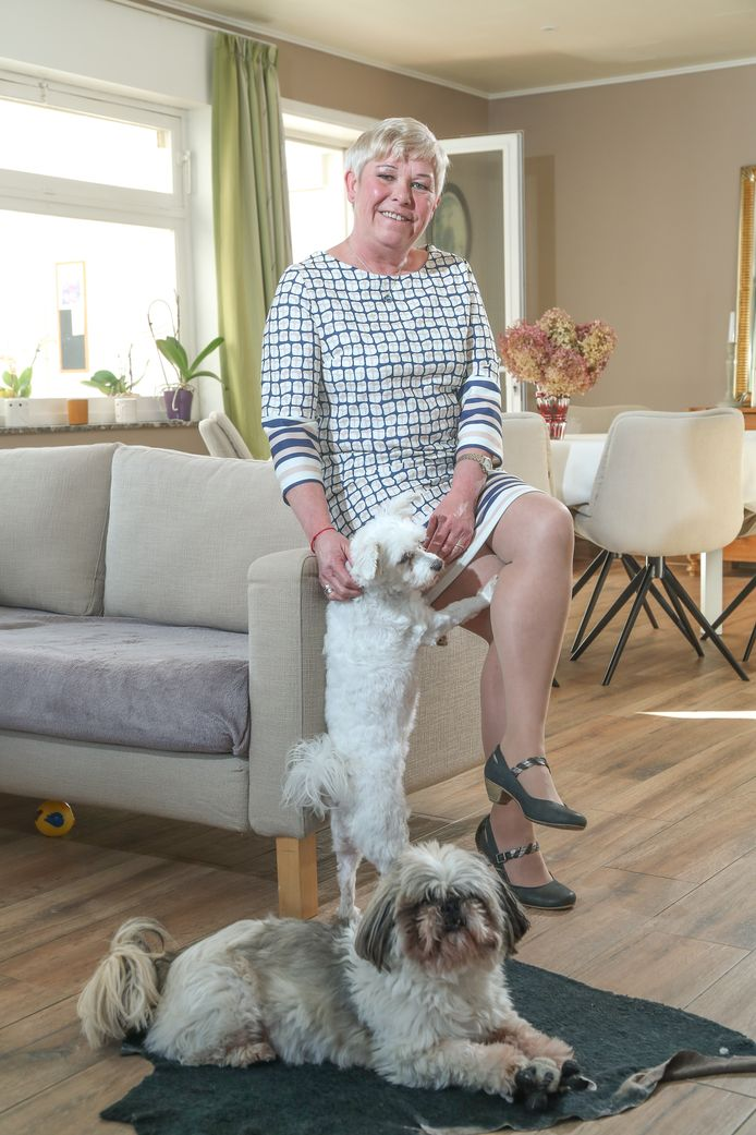 Conny Schoonjans, la voisine du virologue Steven Van Gucht, chez elle.